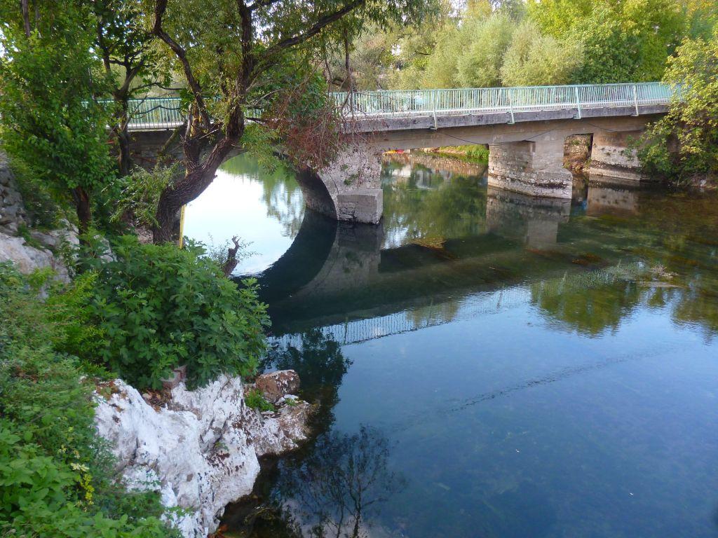 Вид на мост по течению. Фото: Елена Арсениевич, CC BY-SA 3.0
