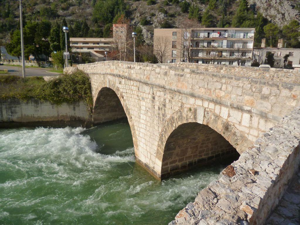 Мост под крепостью-градом. Фото: Елена Арсениевич, CC BY-SA 3.0