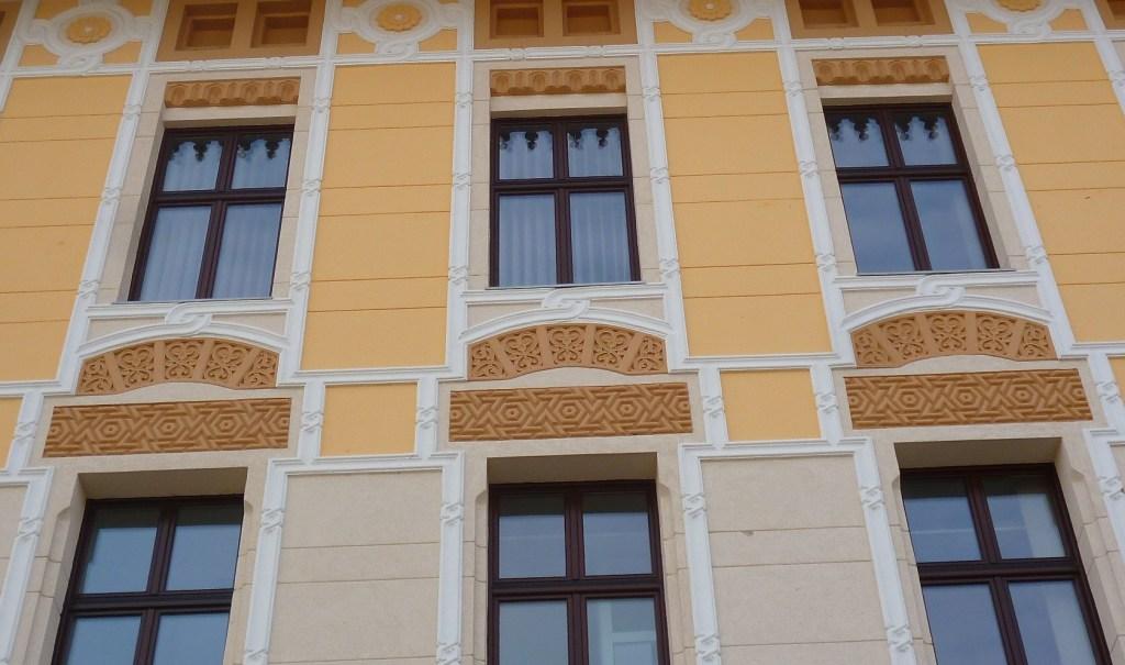 Фрагмент оформления фасада. Фото: Елена Арсениевич, CC BY-SA 3.0