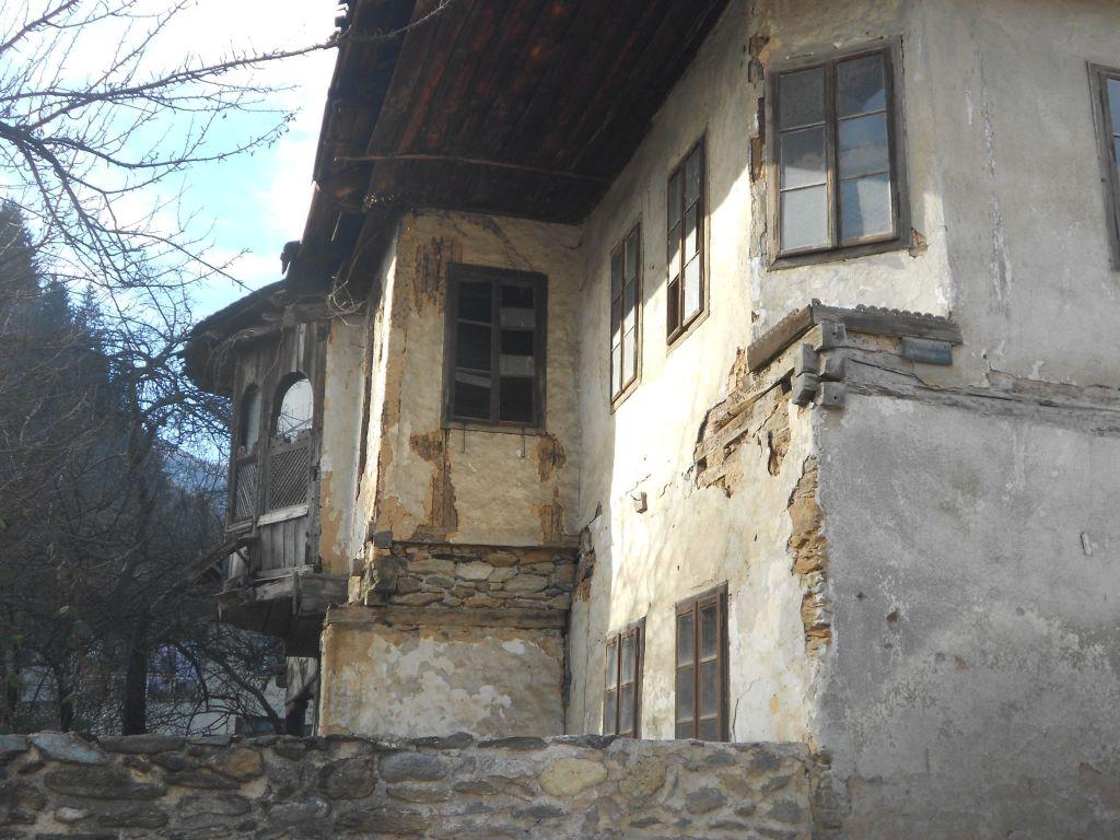 Выступающая часть дома. Фото: Елена Арсениевич, CC BY-SA 3.0