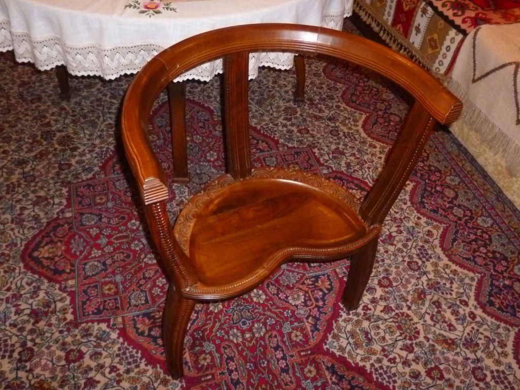Трёхногое кресло. Фото: Елена Арсениевич, CC BY-SA 3.0