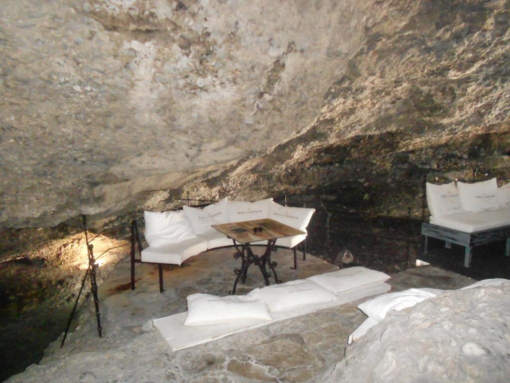 Выпить кофе в пещере? С удовольствием! Фото: Елена Арсениевич, CC BY-SA 3.0