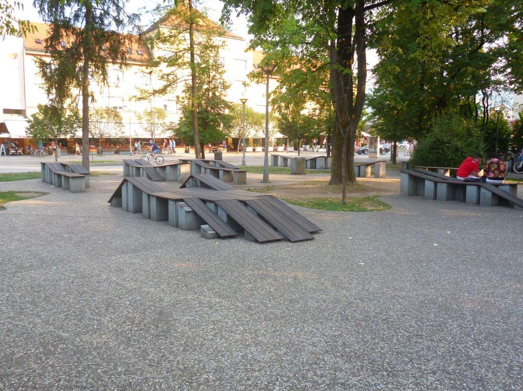 Тренажёры или скамейки?. Фото: Елена Арсениевич, CC BY-SA 3.0