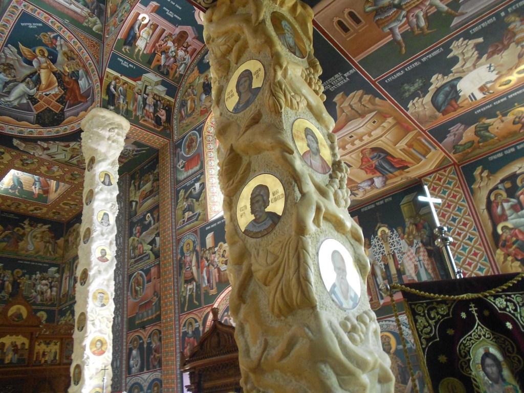 Причудливые колонны. Фото: Елена Арсениевич, CC BY-SA 3.0