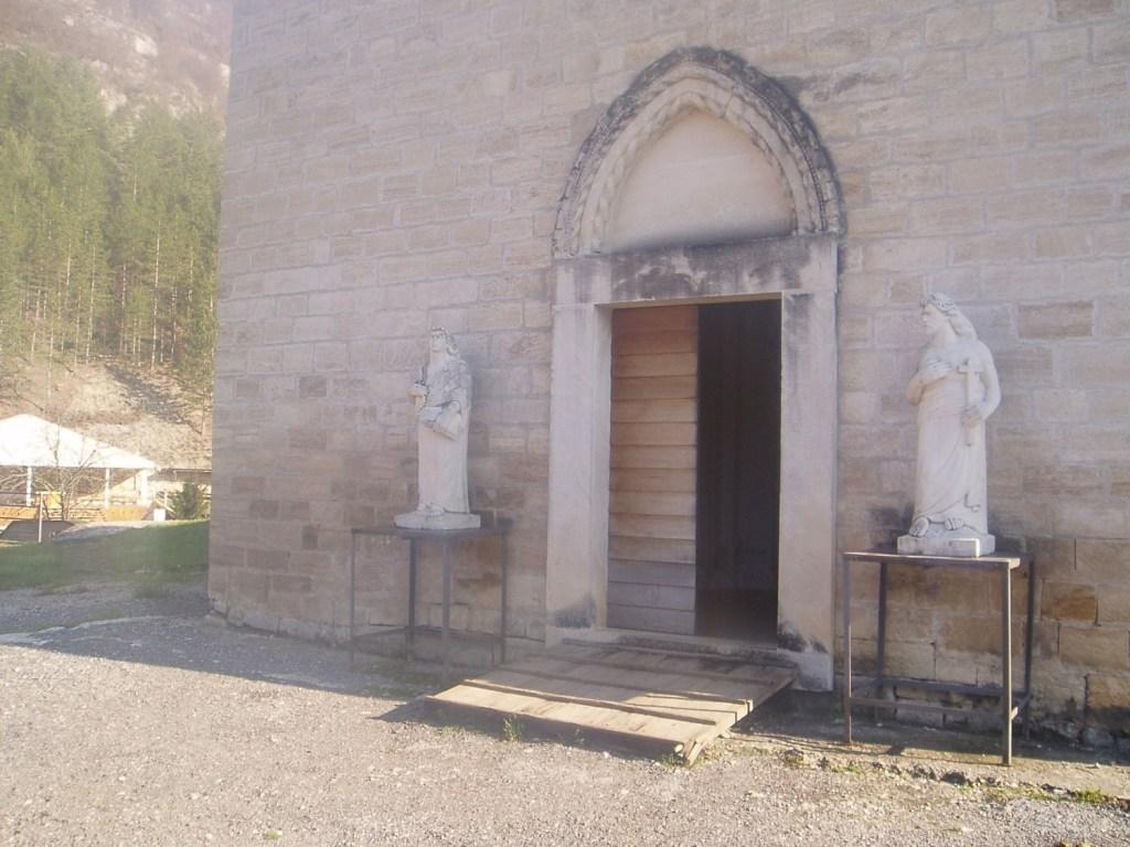 Готический портал старой церкви. Фото: Елена Арсениевич, CC BY-SA 3.0