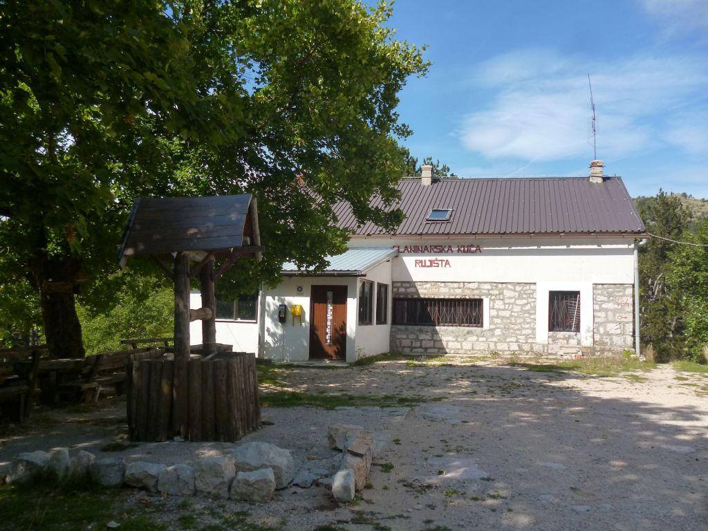 Горный приют (планинарский дом). Фото: Елена Арсениевич, CC BY-SA 3.0