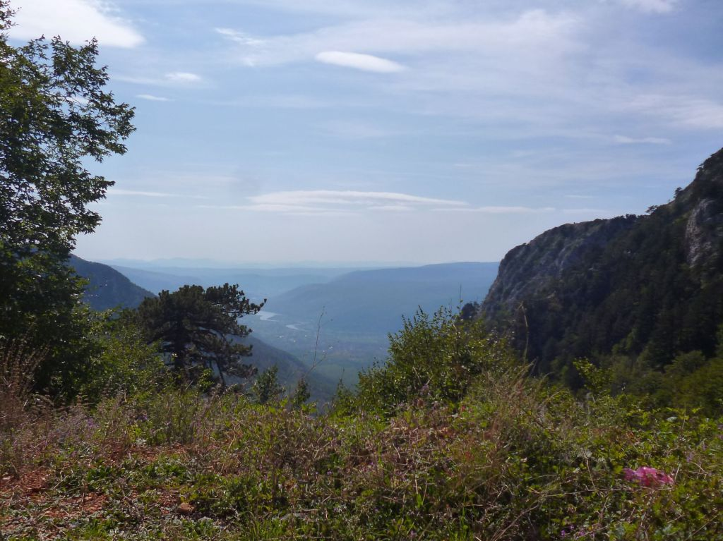 Внизу сияет Неретва. Вид с дороги. Фото: Елена Арсениевич, CC BY-SA 3.0