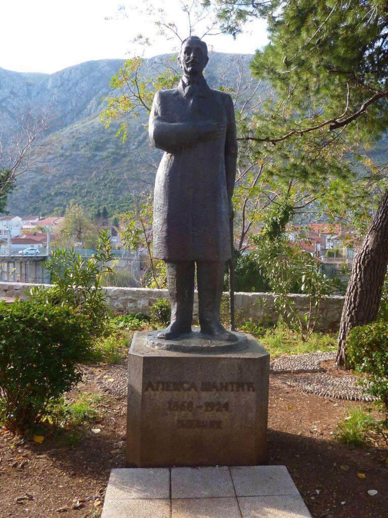 Памятник поэту. Фото: Елена Арсениевич, CC BY-SA 3.0