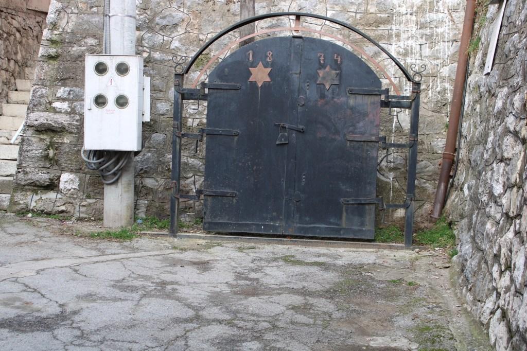 Дверь первой добойской синагоги. Фото: Елена Арсениевич, CC BY-SA 3.0