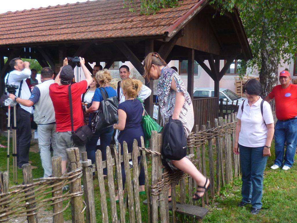 На Славу - через плетень: это традиция. Фото: Елена Арсениевич, CC BY-SA 3.0