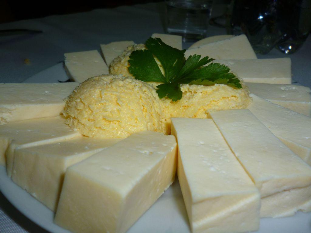Сыр и каймак. Фото: Елена Арсениевич, CC BY-SA 3.0