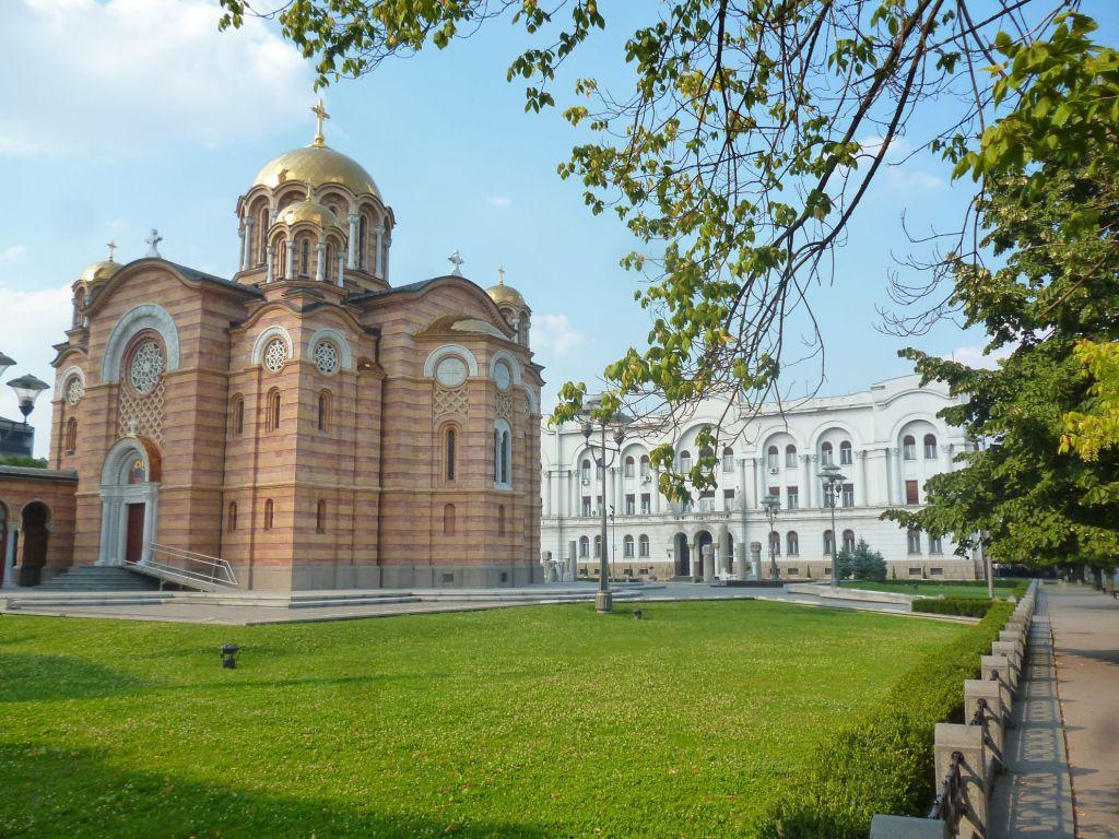 Храм Христа Спасителя, на заднем плане Бански двор. Фото: Елена Арсениевич, CC BY-SA 3.0