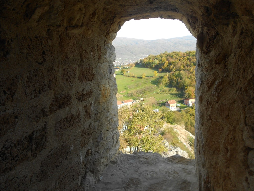 Вид из окна главной башни. Фото: Елена Арсениевич, CC BY-SA 3.0