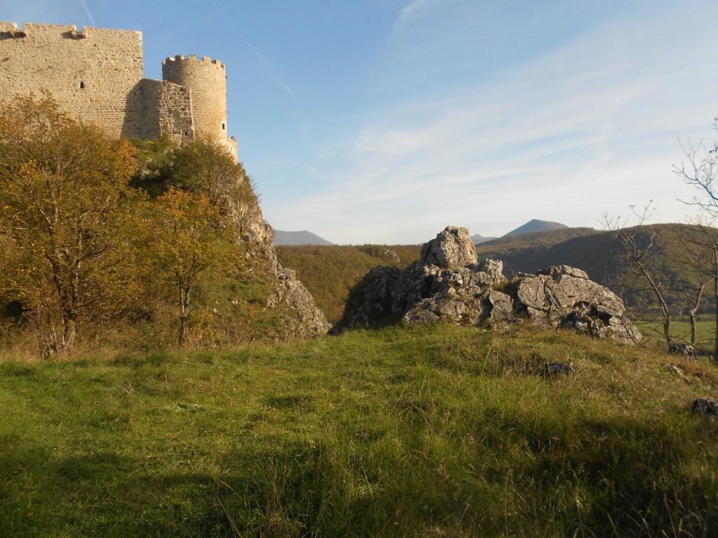 Крепость стоит на месте неолитического поселения. Фото: Елена Арсениевич, CC BY-SA 3.0
