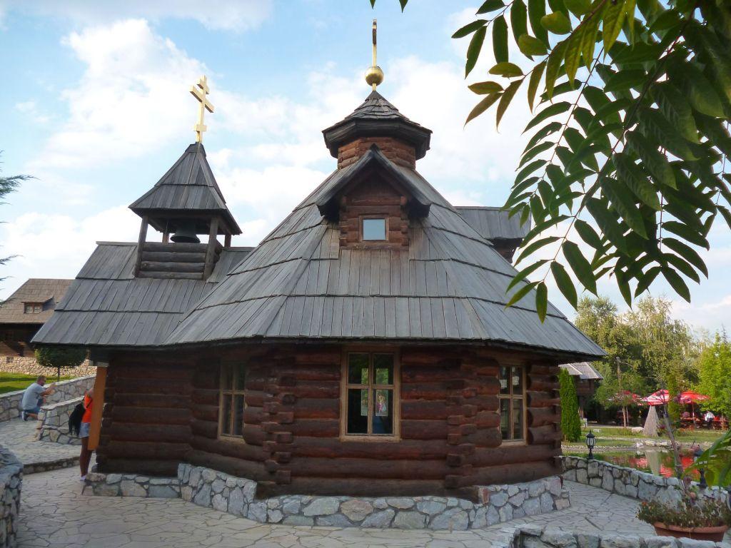Крестильня, реплика русской церкви. Фото: Елена Арсениевич, CC BY-SA 3.0