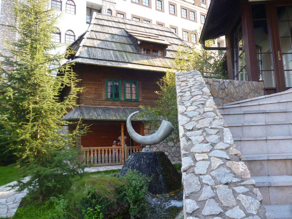 Отель или изба?. Фото: Елена Арсениевич, CC BY-SA 3.0