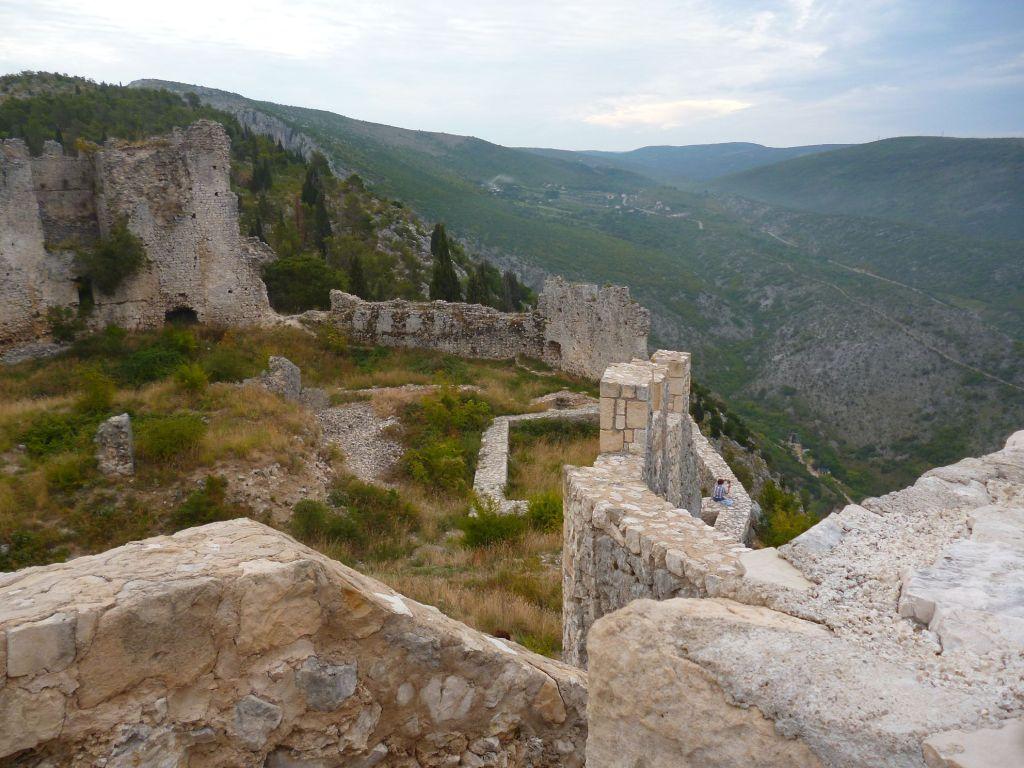 Вид на крепость со сторожевой башни. Фото: Елена Арсениевич, CC BY-SA 3.0