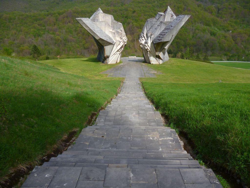 Вид на памятник из амфитеатра. Фото: Елена Арсениевич, CC BY-SA 3.0