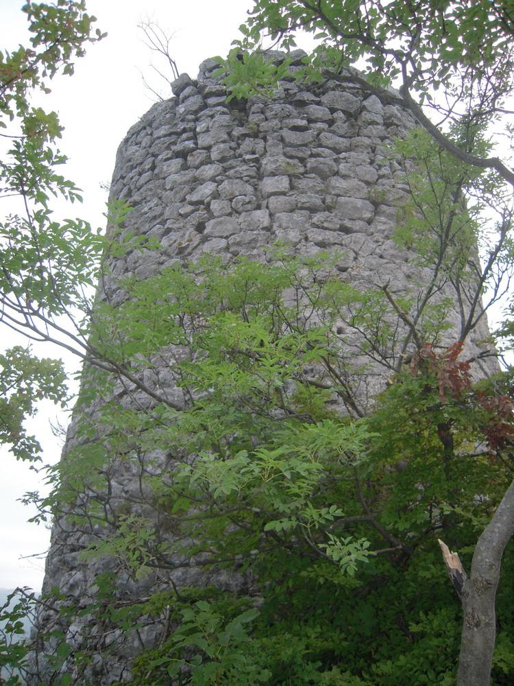 Башня крепости Гребен. Фото: Rade Nagraisalović, CC-BY-SA-4.0,3.0,2.5,2.0,1.0