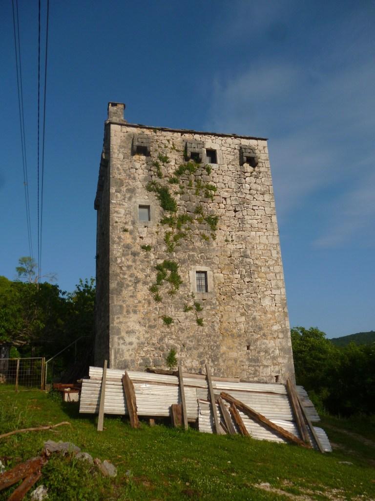 Башня в пять этажей. Фото: Елена Арсениевич, CC BY-SA 3.0