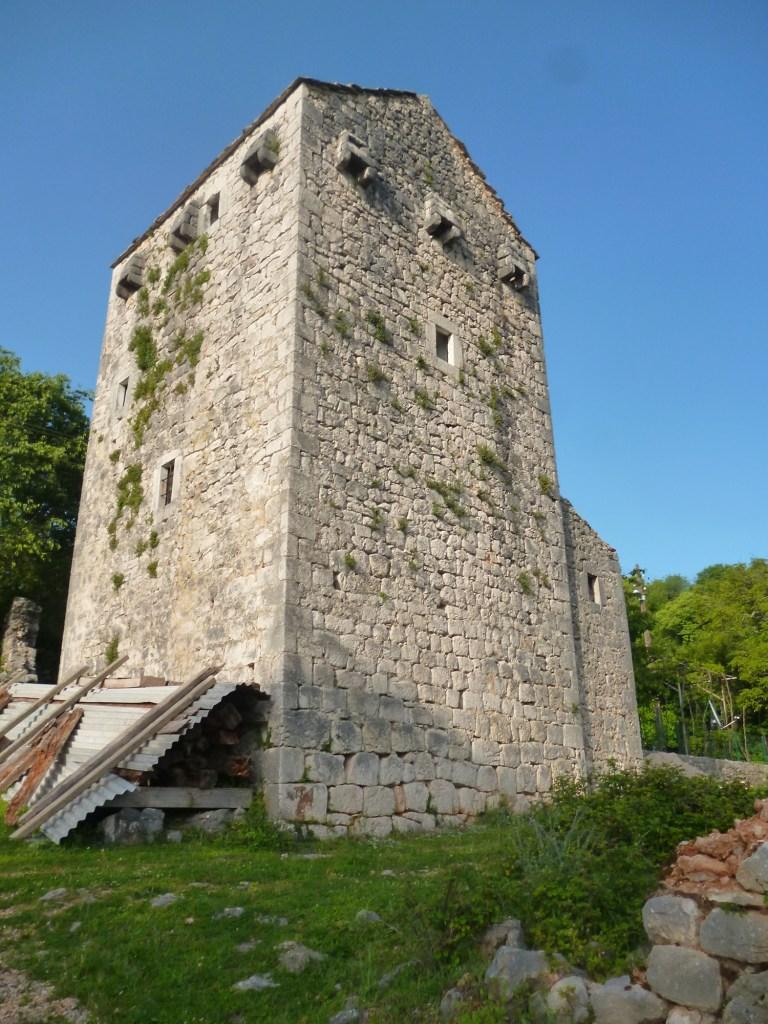 Комадова кула, то есть башня. Фото: Елена Арсениевич, CC BY-SA 3.0