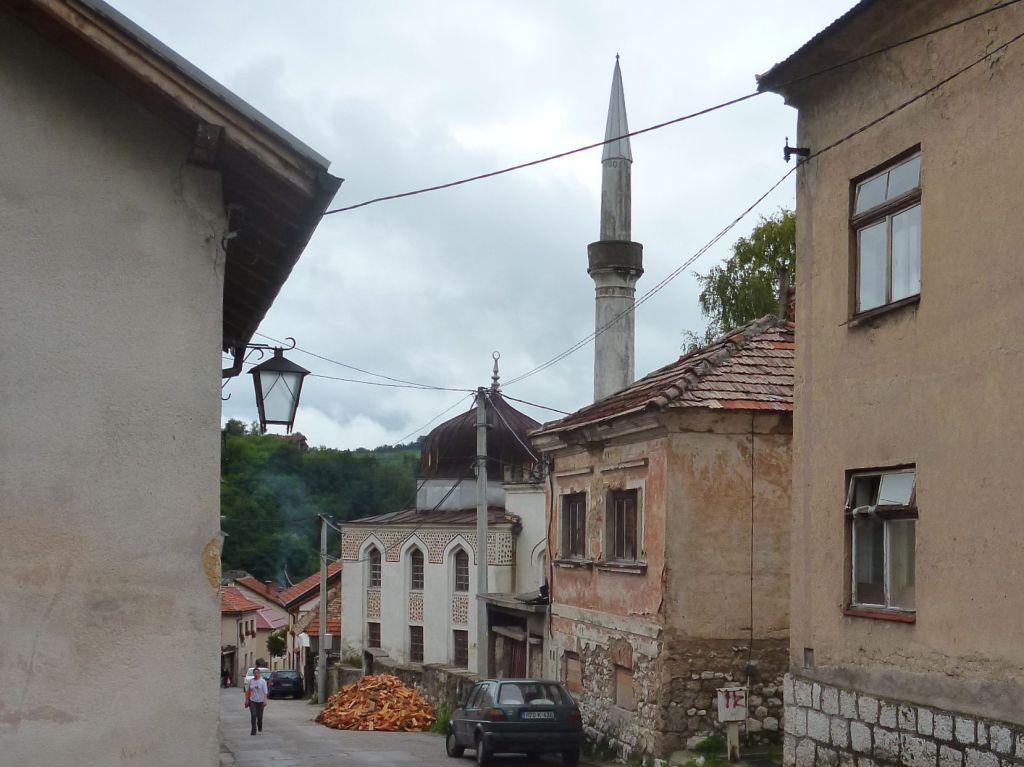 Улица Варош в Травнике начинается от ворот крепости. Фото: Елена Арсениевич, CC BY-SA 3.0