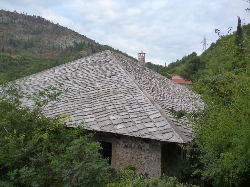 Новая крыша, поставлена в 2012 году. Фото: Елена Арсениевич, CC BY-SA 3.0