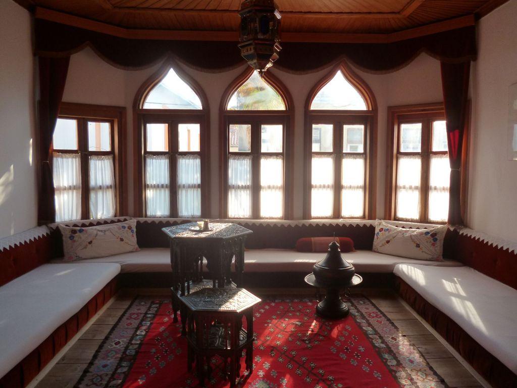 Место для приёма гостей. Фото: Елена Арсениевич, CC BY-SA 3.0
