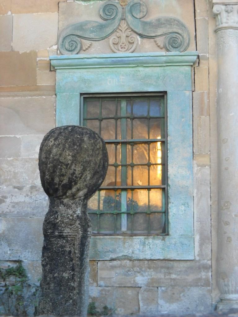 Оформление окна, мечеть Завра. Фото: Елена Арсениевич, CC BY-SA 3.0