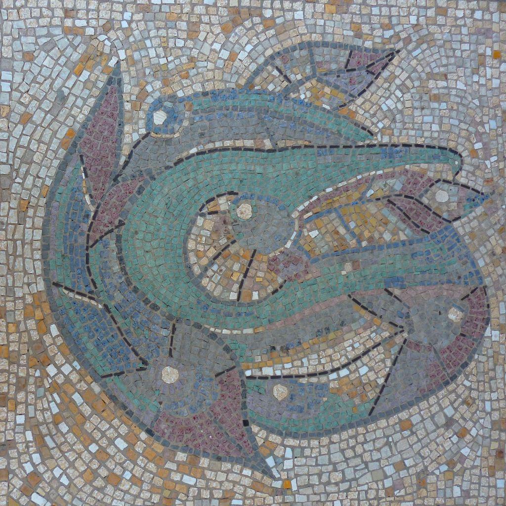 Мозаика у входа в церковь. Фото: Елена Арсениевич, CC BY-SA 3.0