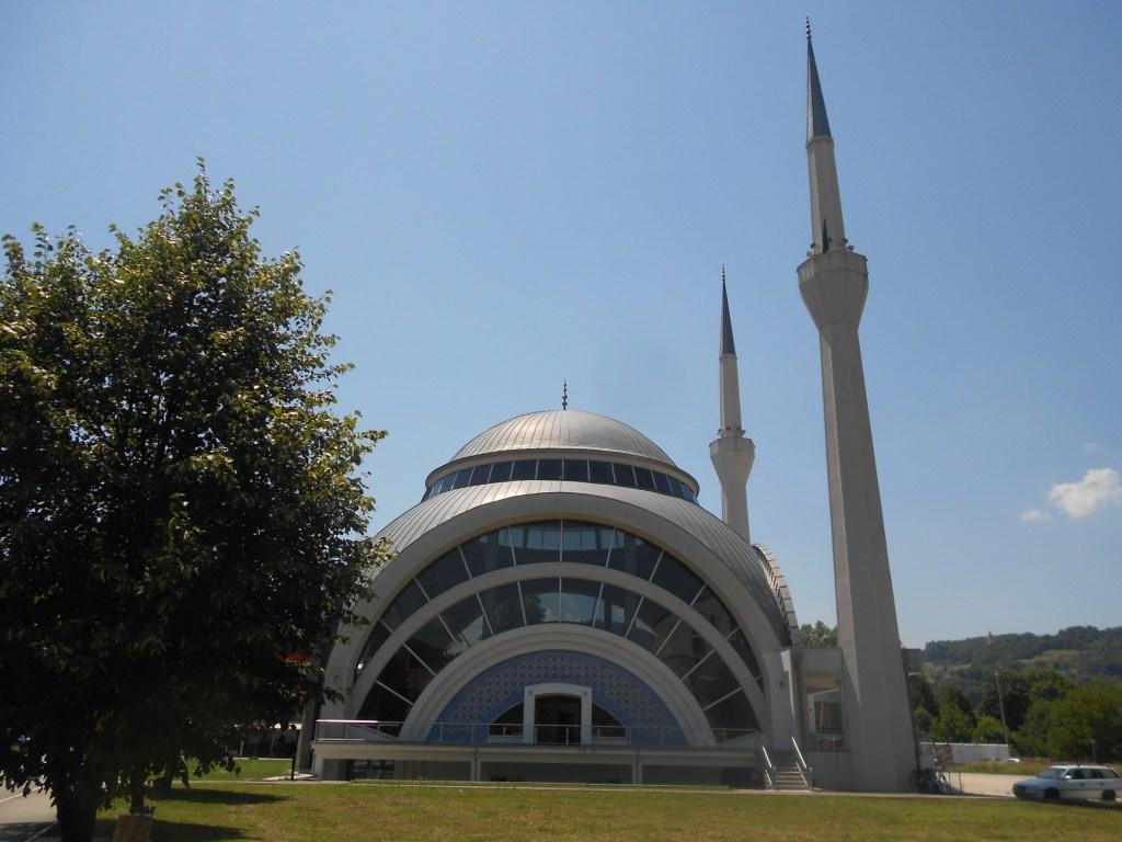 Новая мечеть в Маглае, подарок Турции. Фото: Елена Арсениевич, CC BY-SA 3.0