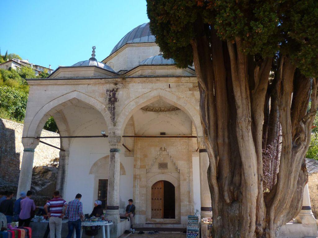 Двор мечети. Фото: Елена Арсениевич, CC BY-SA 3.0