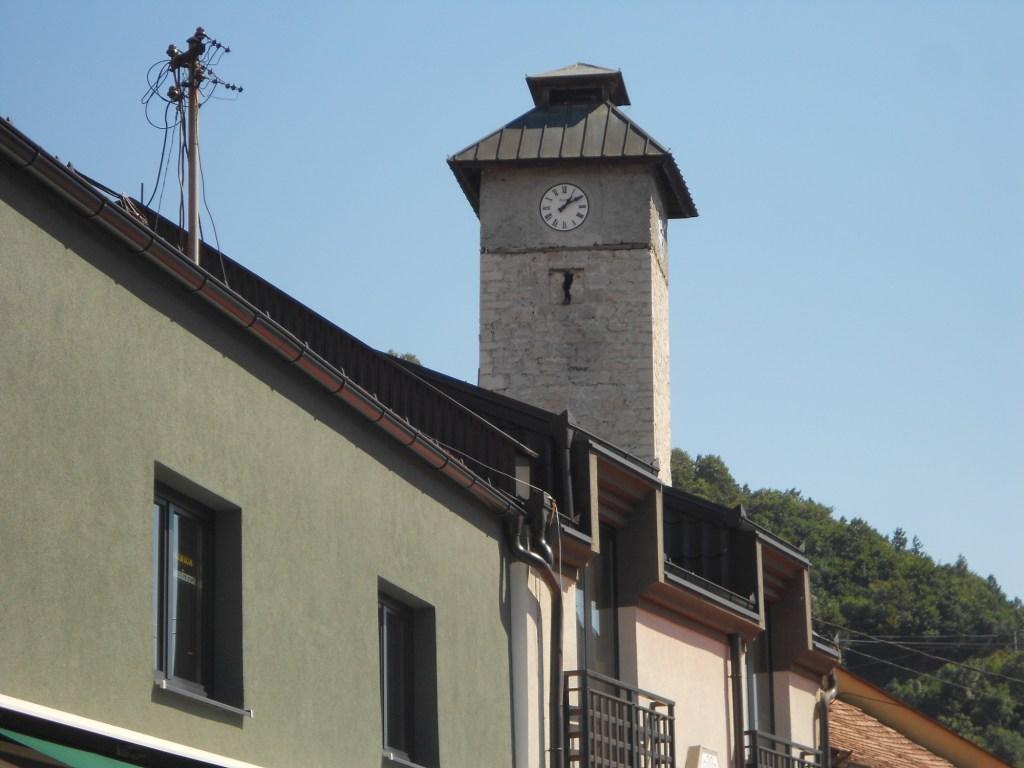 У башни четыре циферблата. Фото: Елена Арсениевич, CC BY-SA 3.0