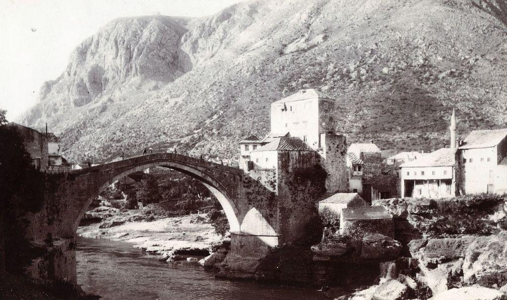 Мост и гора Хум. FOTO:Fortepan — ID 76327, CC BY-SA 3.0