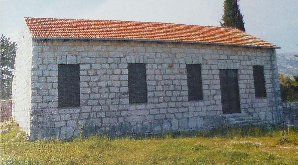 Старая школа. Фото из буклета о монастыре