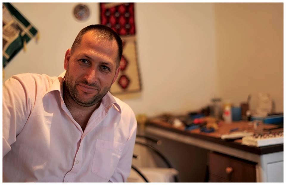 Орхан Тиквеша в своей мастерской. Фото: Orhan Tikveša, Copyright