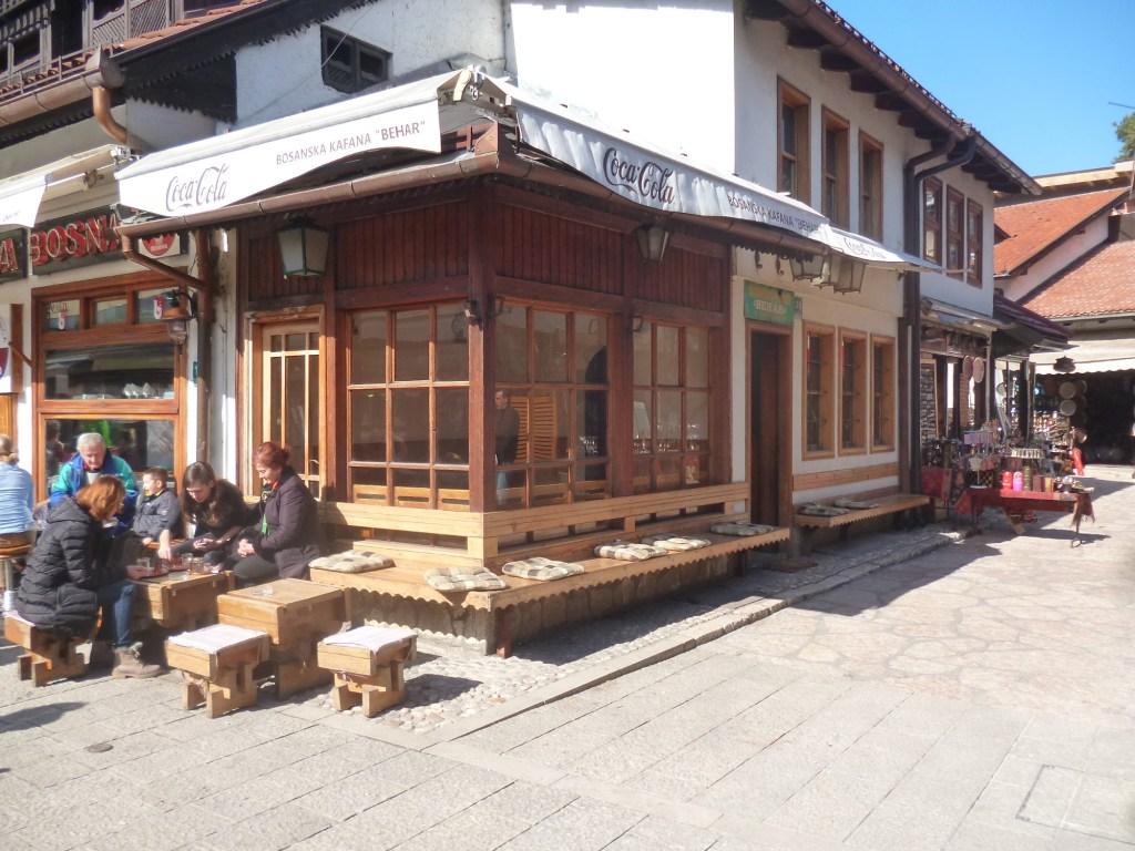 Босанска кафана или боснийская кофейня на Башчаршии. Фото: Елена Арсениевич, CC BY-SA 3.0