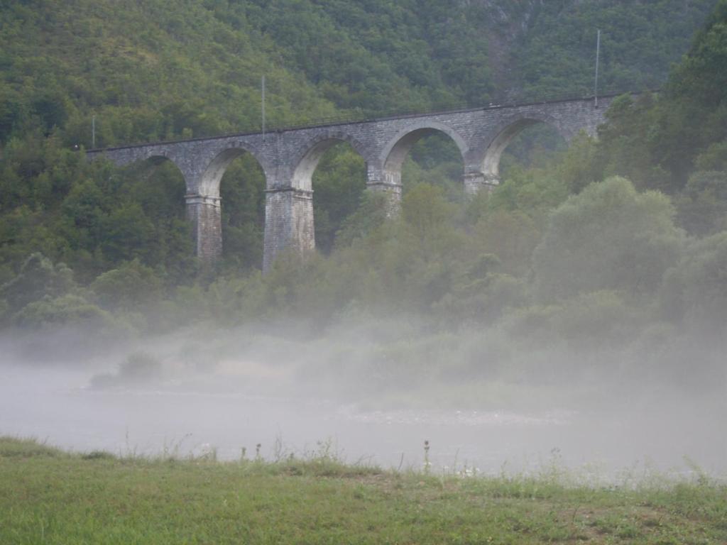 Железнодорожный мост над Уной. Julian Nitzsche, GNU 1.2
