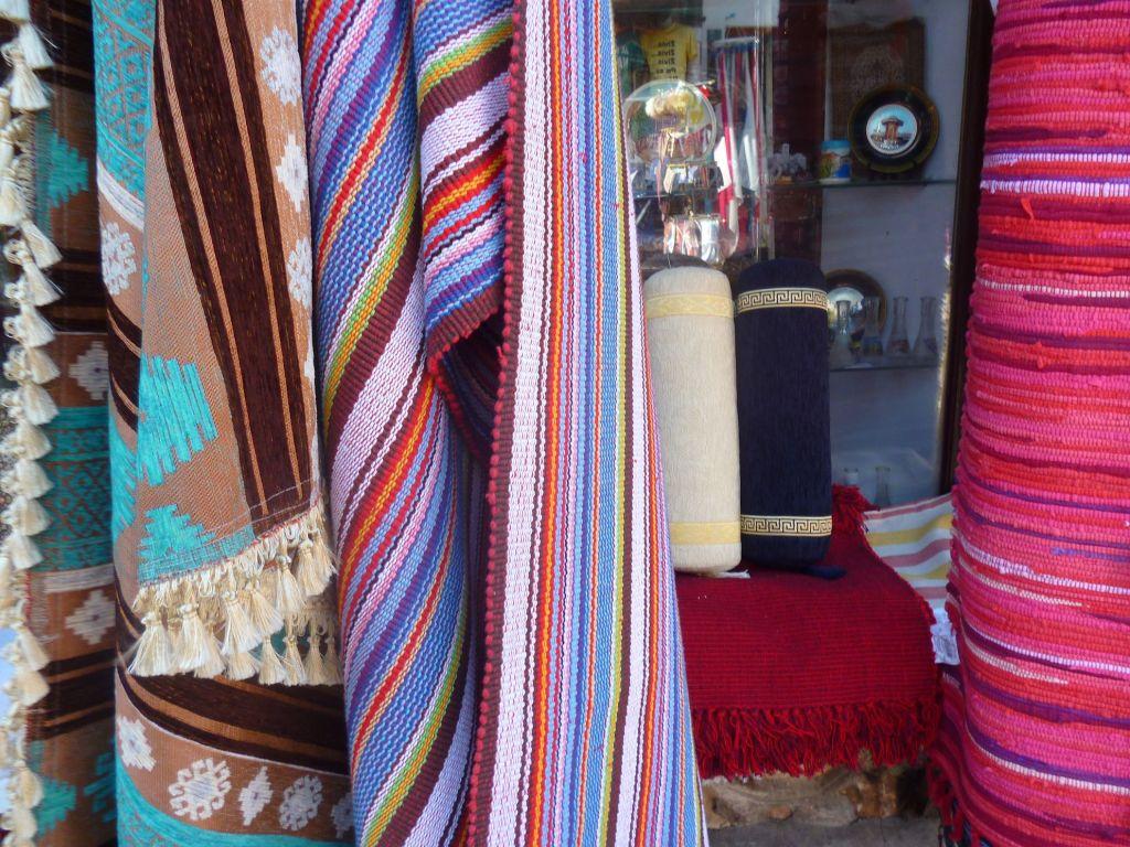 Текстиль на улице Абаджилук. Фото: Елена Арсениевич, CC BY-SA 3.0
