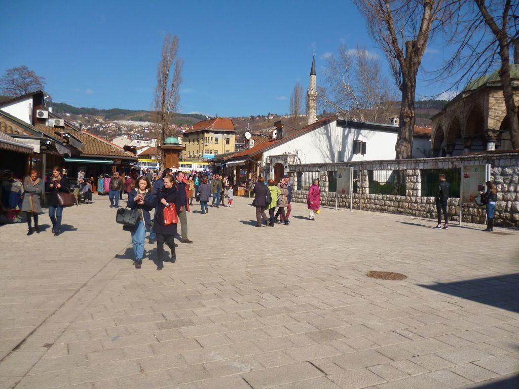 Абаджилук выходит на площадь Башчаршию. Фото: Елена Арсениевич, CC BY-SA 3.0