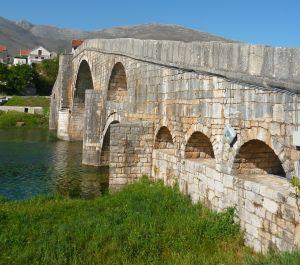 Мост Арсланагича с левой стороны реки. Фото: Елена Арсениевич, CC BY-SA 3.0