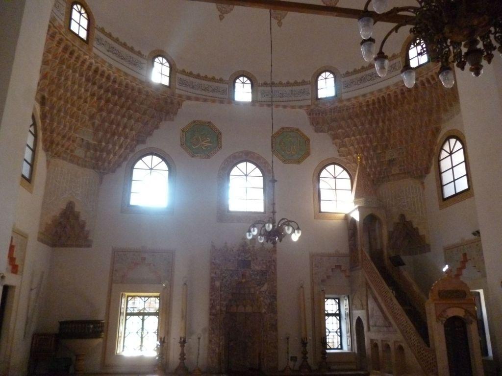 Интерьер Беговой мечети. Фото: Елена Арсениевич, CC BY-SA 3.0