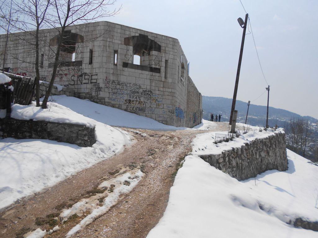 Подход к бастиону с севера. Фото: Елена Арсениевич, CC BY-SA 3.0