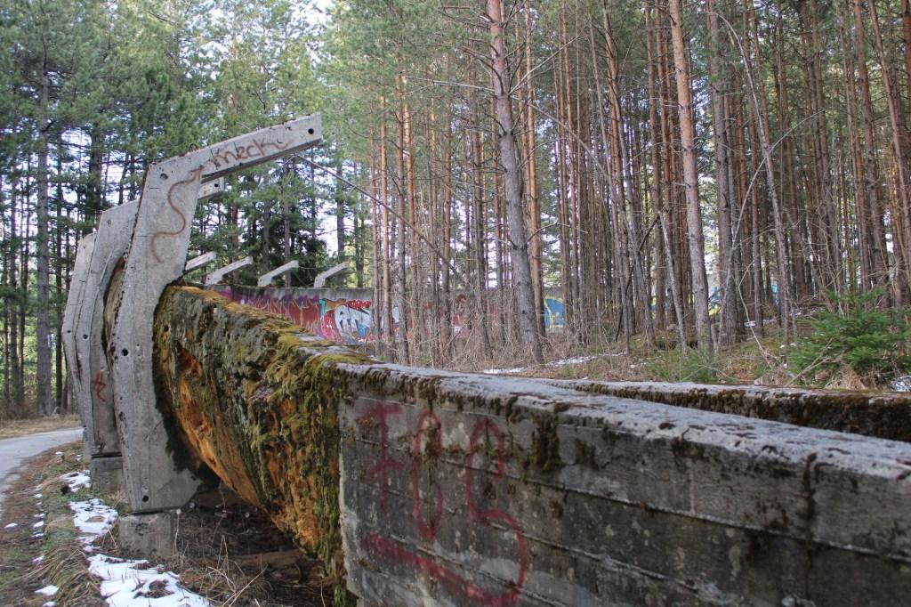 Состояние у трассы довольно плачевное. Фото: Елена Арсениевич, CC BY-SA 3.0