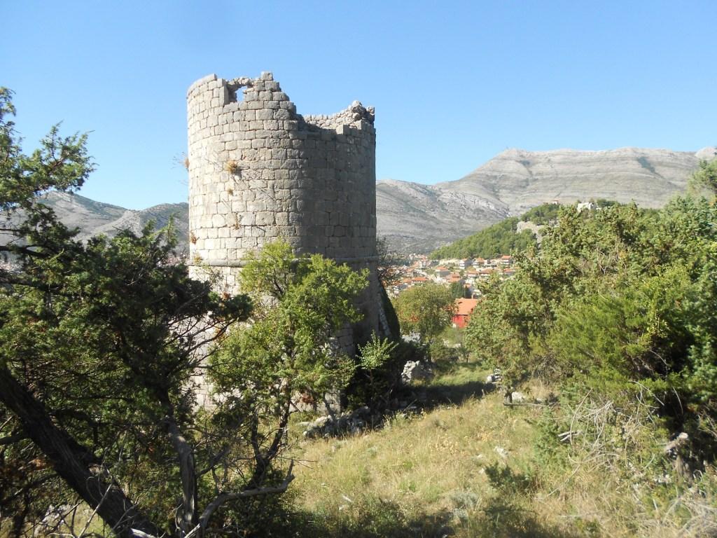 Башня Бранковича и гора Леотар. Фото: Елена Арсениевич, CC BY-SA 3.0