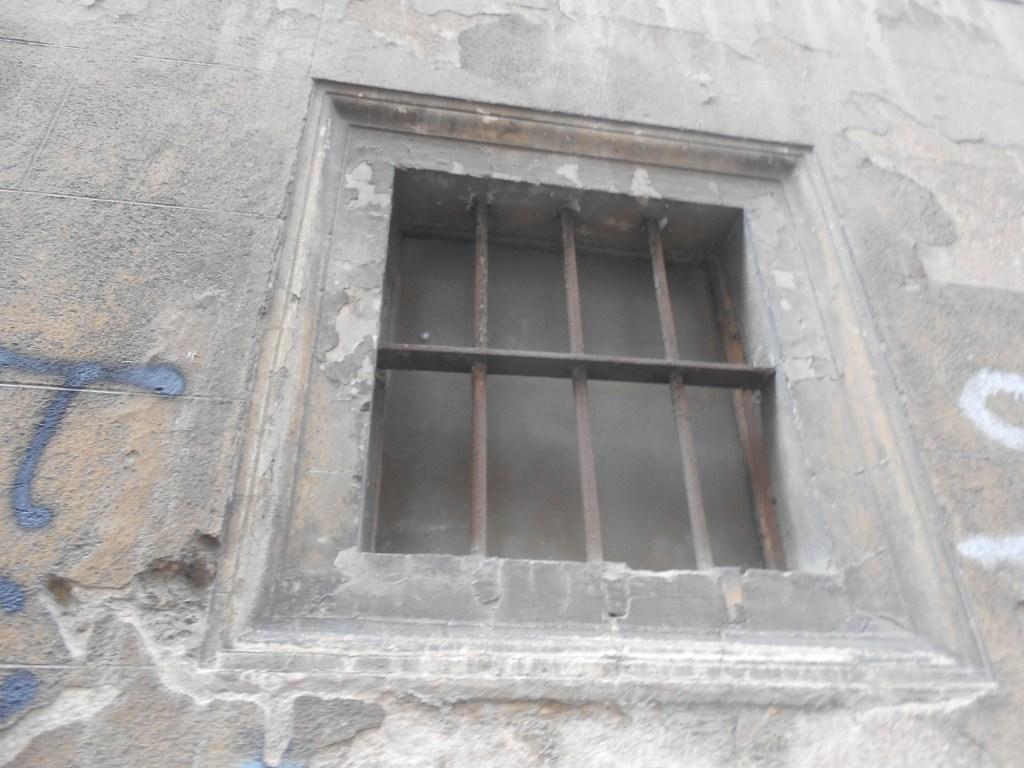 Тюремное окно. Фото: Елена Арсениевич, CC BY-SA 3.0