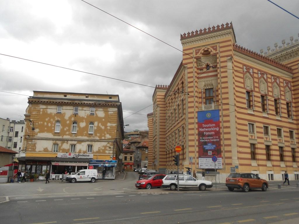 Справа Виечница, слева тюрьма. Фото: Елена Арсениевич, CC BY-SA 3.0
