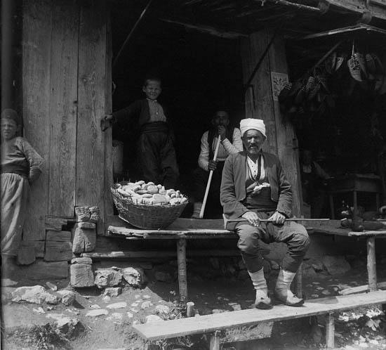 Чепенак и торговец на нём. Rudolf Bruner-Dvořák, Public Domain