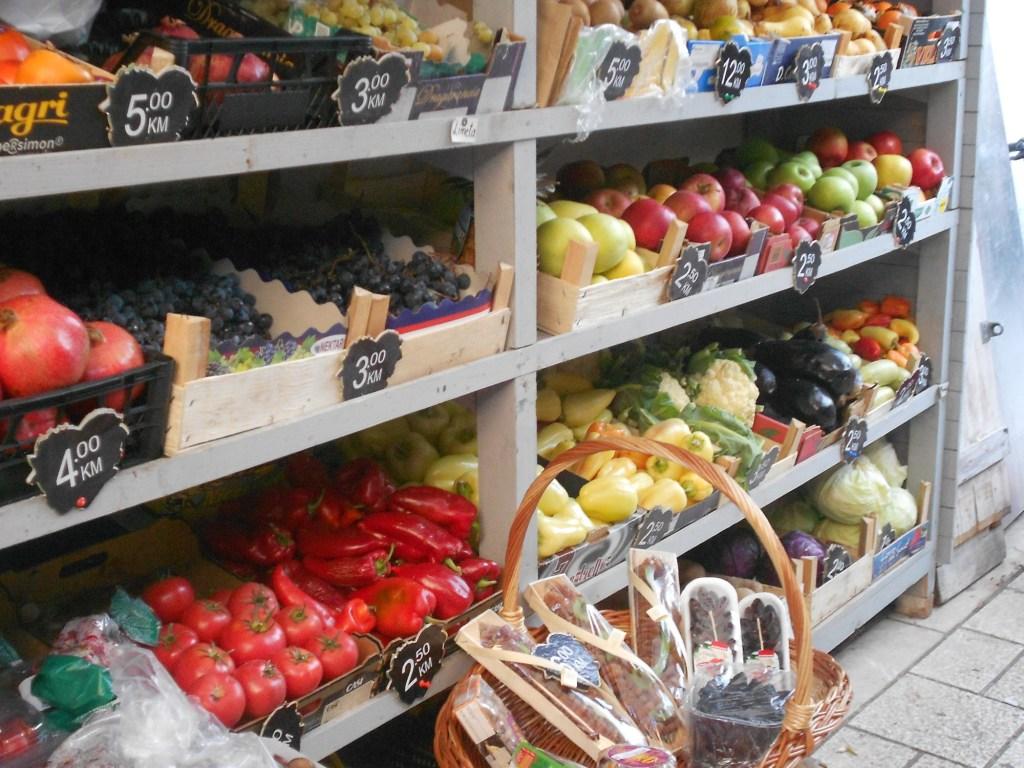 Фрукты и овощи на улице сапожников. Фото: Елена Арсениевич, CC BY-SA 3.0