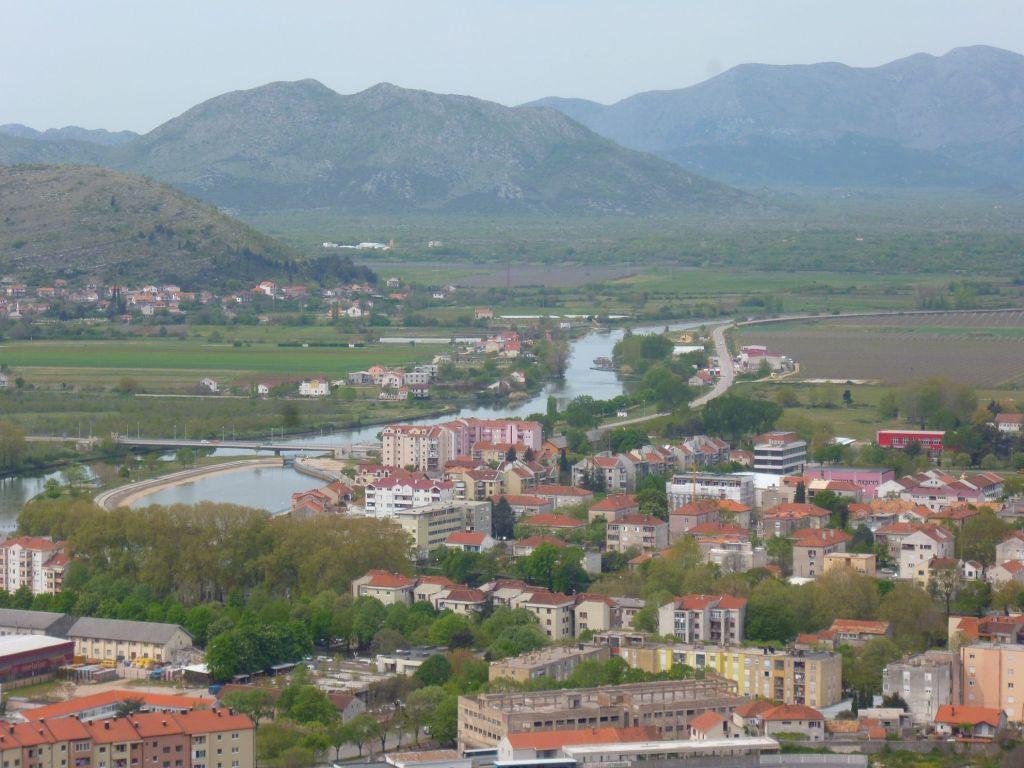 Южная часть Требине и река Требишница. Фото: Елена Арсениевич, CC BY-SA 3.0